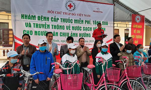 Khám bệnh, cấp phát thuốc miễn phí cho người dân vùng thiên tai Quảng Bình